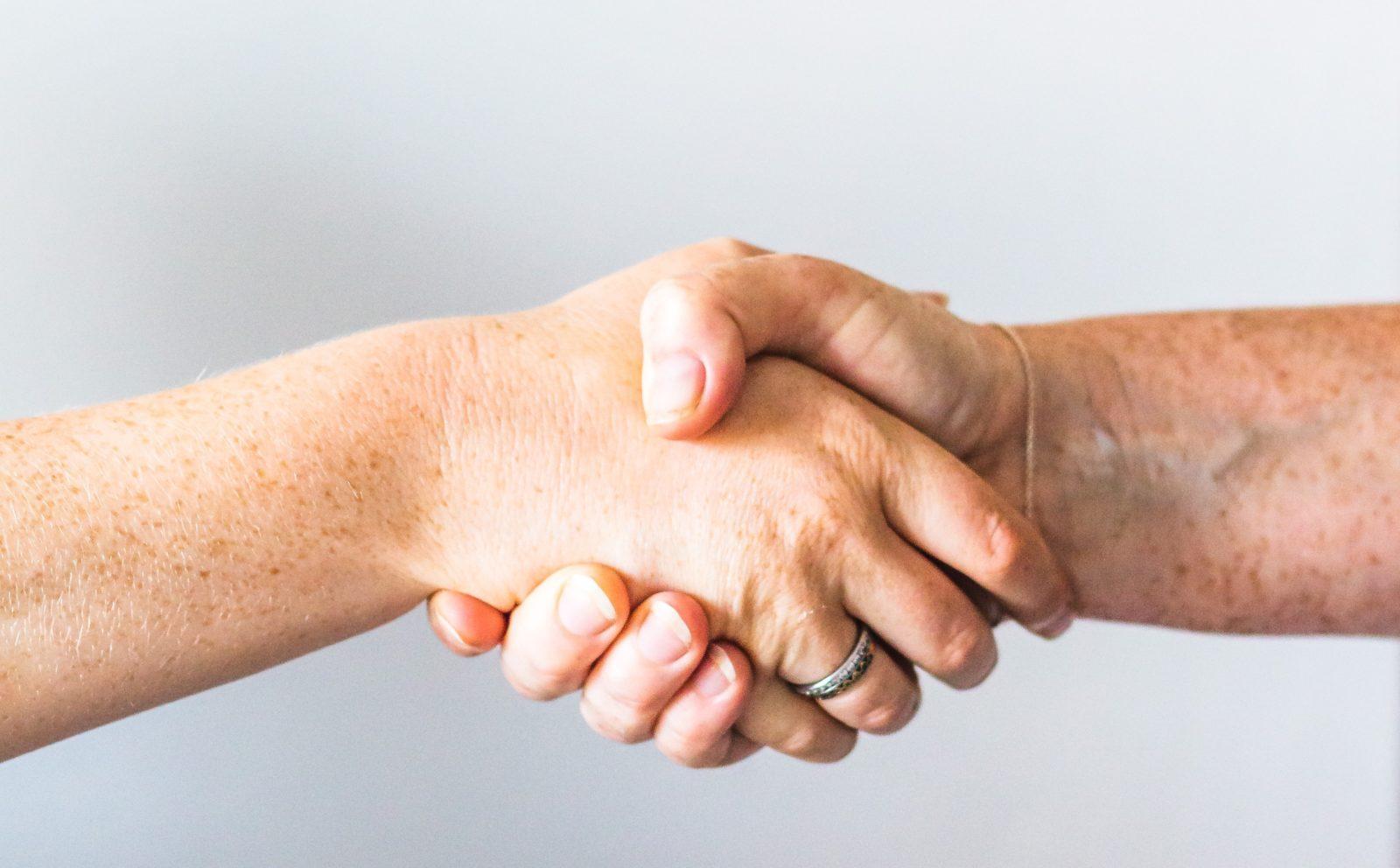 Shaking hands - sincerely-media-EtyBBUByPSQ-unsplash